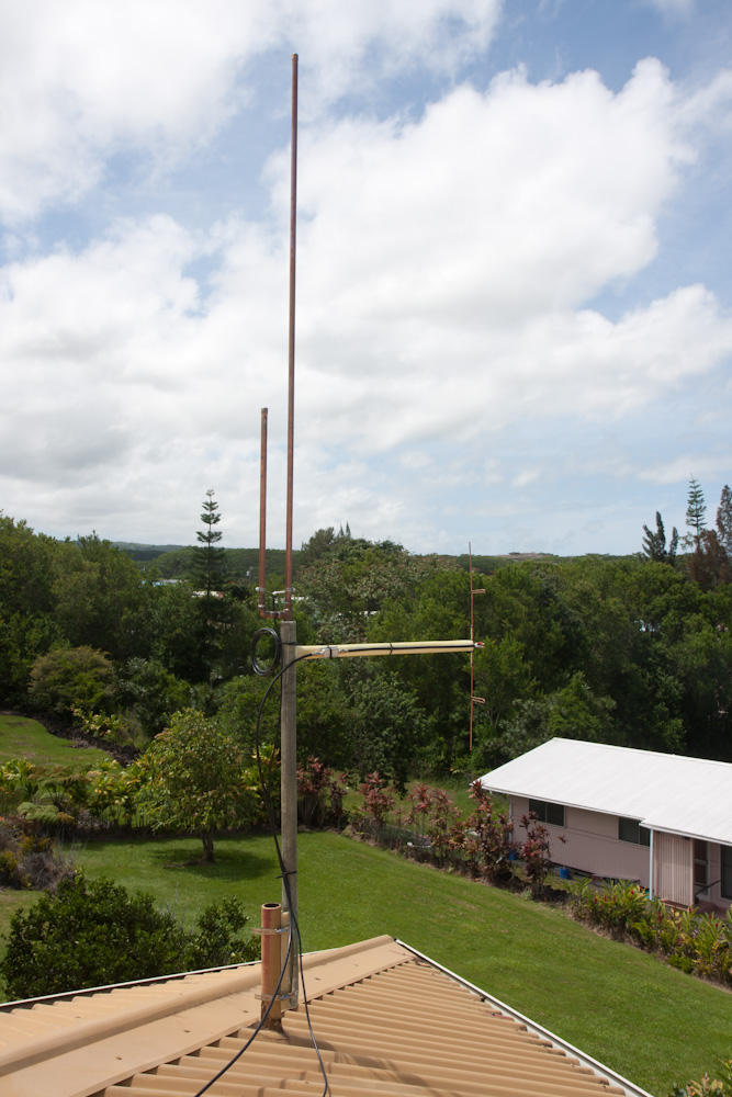 Here's the 144MHz J-pole and 1090MHz Franklin mounted on the home-made fiberglass mast.